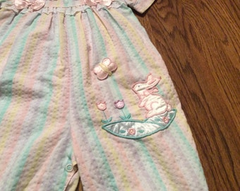 Vintage Baby Little Girls Long Romper Outfit Size 12 Month M Pastels Appliqués Butterfly Bunny Rabbit Eyelet Lace Seersucker Bows Clothing