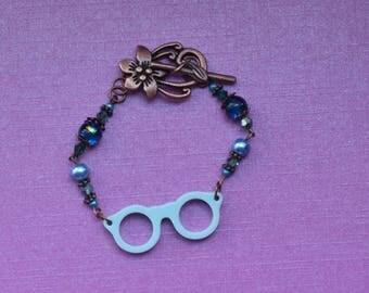 Blue glasses bracelet, teenage bracelet, teenage jewellery, gift for reader, reading glasses, nerd glasses bracelet, blue bracelet gift