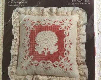 Vintage Charmin Chainstitching Pillow Kit Chrysanthemum Design. Ann Benson