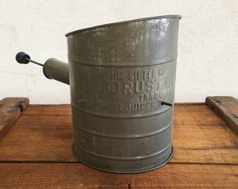 Vintage Tin Flour Sifter with Patented No Rust Bottom / Rustic Primitive Farmhouse Country Kitchen Decor / Kitchen Sieve Pastry Bakeware