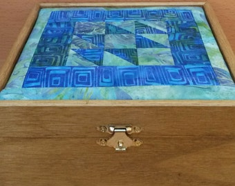 Solid wooden box lined with a blue/green batik quiltje and lined with batik cloth in blue/green shades
