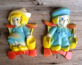 Vintage Chalkware Dutch Boy and Girl Hanging Plaques with Hooks / Retro Chalkware / 50's Wall Decor / Hanging Chalkware / Key Holders