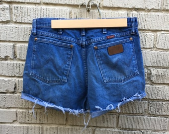 Vintage Jean Shorts. Wrangler Cut Off Denim Shorts. Medium. Heigh Waist.