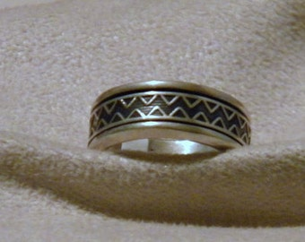 Sterling Silver Ring with Zig Zag Design - Size 11