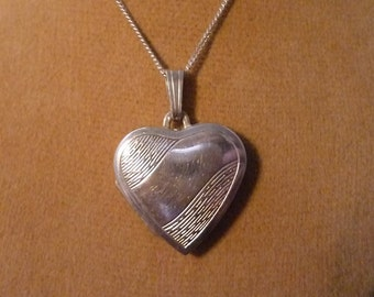 "Silver locket pendant necklace - vintage - 925 - sterling silver - 18"" chain"