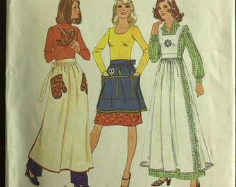 Simplicity 7246 - 1970s Full or Half Apron in Above Knee or Maxi Length  and Oven Mitt - Size Large 16 18