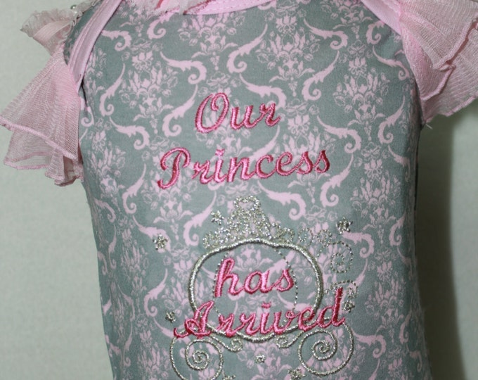 Newborn baby gift,Princess bodysuit, Girl baby shower,Pink Damask Bodysuit,Newborn Baby GirlTake Me Home outfit,Newborn Coming Home outfit