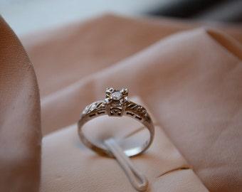 Romantic vintage 14K white gold Diamond ring