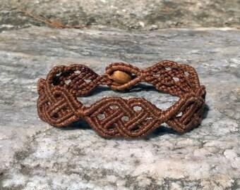 The Celt - Celtic knot macrame bracelet