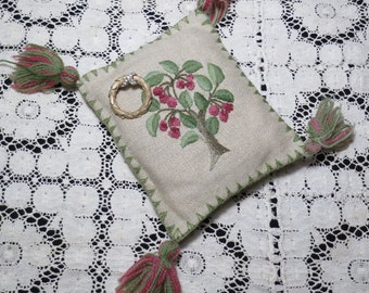 Elegant Vintage Linen Crewel Embroidered Pin Cushion