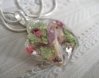 Bleeding Heart,Heather,Queen Anne's Lace,Frosted Ferns Pressed Flower Flower Shaped Glass Pendant-Symbolizes Undying Love,Peace,Perseverance