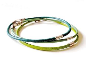 Sterling SILVER & BLUE GREEN Leather Cord Bangle Bracelet—Unisex Wristband [Bracelet Cuir Vert Bleu Argent—Pulsera Piel Azul y Verde Plata]
