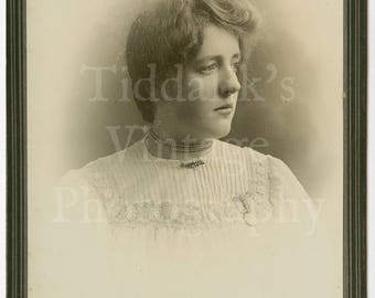 Cabinet Card Photo Lovely Portrait Edwardian Young Pretty Woman, Short Hair - Whitfield Cosser of Salisbury & Southampton England - Antique