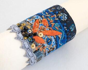 Bracelet-manchette-Rubans jacquard-Manchette textile-Broderie perles sequins-Bleu-turquoise