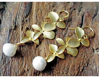 Orchid earrings with rare Moonstones