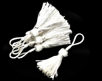 20 PomPoms in 4.5 - 5cm color white silk