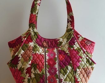 Retired Vera Bradley Flowered Purse• Handbag• Satchel• Dahlia• over the shoulder• Flower• Quilted