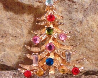 BOOK PIECE Signed HOLLYCRAFT Vintage Christmas Tree Rhinestone Crystal Brooch Pin