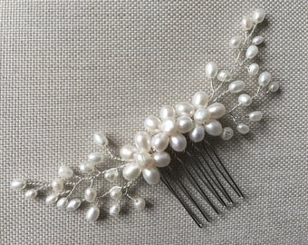 Delicate freshwater pearl hair comb, pearl hair comb, bridal hair comb, wedding hair comb, bridal headpiece, wedding hair piece, bridal comb