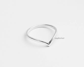Chevron Ring | v Ring | 2mm Band Ring | Simple Ring