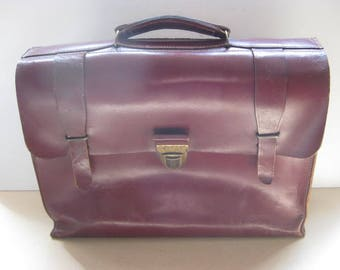 Vintage French red leather schoolbag, briefcase, messenger bag, laptop bag from the sixties.