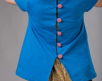 Short blouse in blue with back pleat