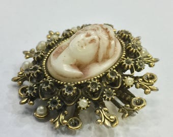 Victorian Cameo Brooch (reproduction)
