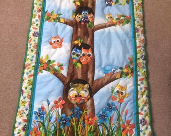 Quilted owls in tree trunk.  Quilted playmat/quilt/throw