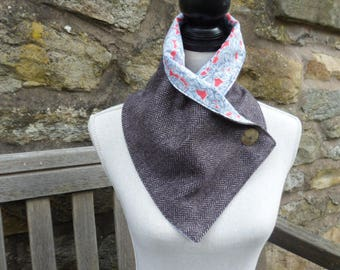 Lightweight tweed neck warmer in pure wool and Liberty cotton lining