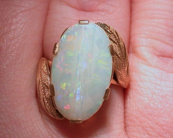 Splendid Australian Opal, Custom Estate Cut 18k gold Ring. Custom Cut Opal, 1959 - COLR10041