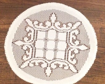 Set of 2 lace doilies ovals 20/18 cm