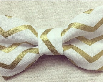 White & Gold Zig-Zag Stripe Bow Tie