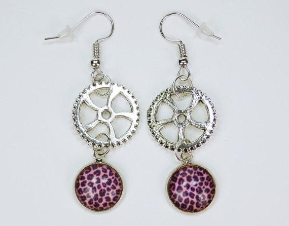Earrings with leopard fur pattern on silver-coloured earrings earrings pendant earrings pink pink steampunk gear Retro