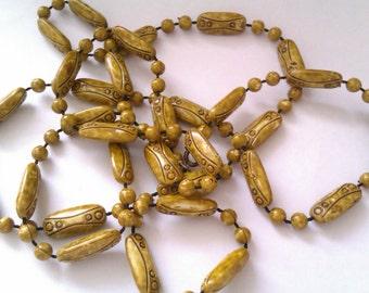 vintage long plastic bead necklace