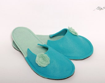Woman Slippers -Felt Slippers -House slippers -Blue and Turquoise Slippers -Flower Slippers -Homewear slippers -Comfy and cozy slippers