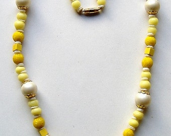 1950S YELLOW GLASS BEAD necklace summery