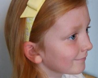 pale yellow and white headband