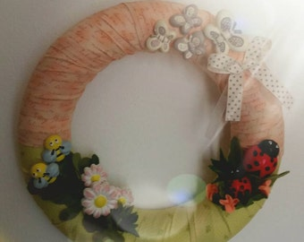 Powder Pink and green wreath fuoriporta with animals in plaster