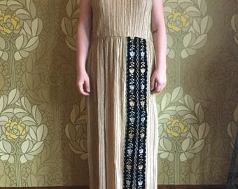 Golden lady 60's black and gold dress