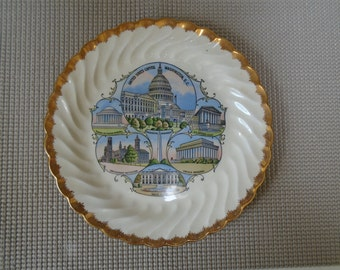 """Mid Century Vintage D.C. souvenir from the Aristochrome Company, Brooklyn N.Y. - Great look and style -9 1/4 """" plate in excellent condition"""