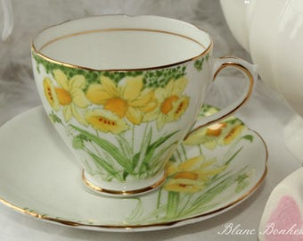 Royal Standard ''Daffodils'', England: Tea cup and saucer