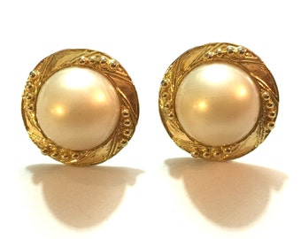 SALE! 1980s chunky gold large pearl clip on earrings