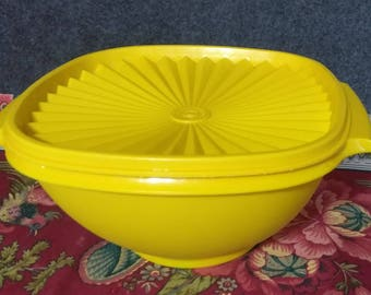 TUPPERWARE # 836 **Yellow Bowl***  holds 8 cups   PREOWNED  in Great Shape    Works Wonderfully