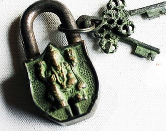 Medium Size Vintage Brass Padlock, Padlock with Lord Ganesh &  2 Hand crafted Keys , Patina Finish PadLock with Keys, Home Decor