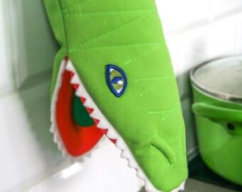 Creative kitchen mitten Krokodyllo - fun and play in the kitchen, perfect housewarming gift