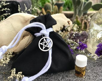 Protection mojo bag-Hoodoo-Gris Gris-Medicine Bag-Pagan-Wicca-Spirtiuality