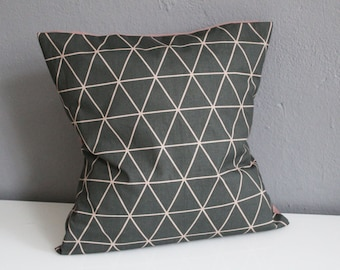 Pillowcase with triangle pattern