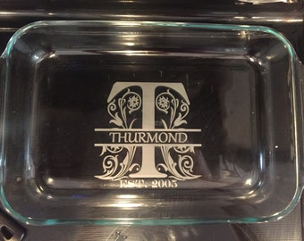 Custom/personalized etched split letter monogram 13x9 pyrex glass baking dish