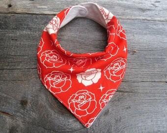 Valentines day baby bib, Organic bandana bib, Floral bib, Rose baby bib, Drool bib, Girls bandana bib, Organic baby gift, red Baby bib
