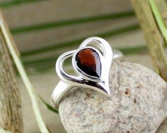 Valentine garnet ring, heart shape silver ring, love garnet ring, red heart ring, faceted cut silver ring, healing garnet ring, gift for her